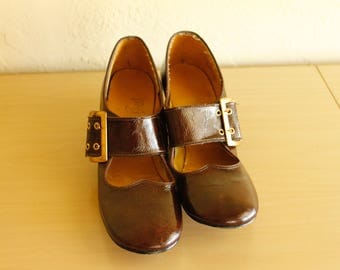 1960s Women's Brown Patent Leather Buckle Shoes Size 7 A