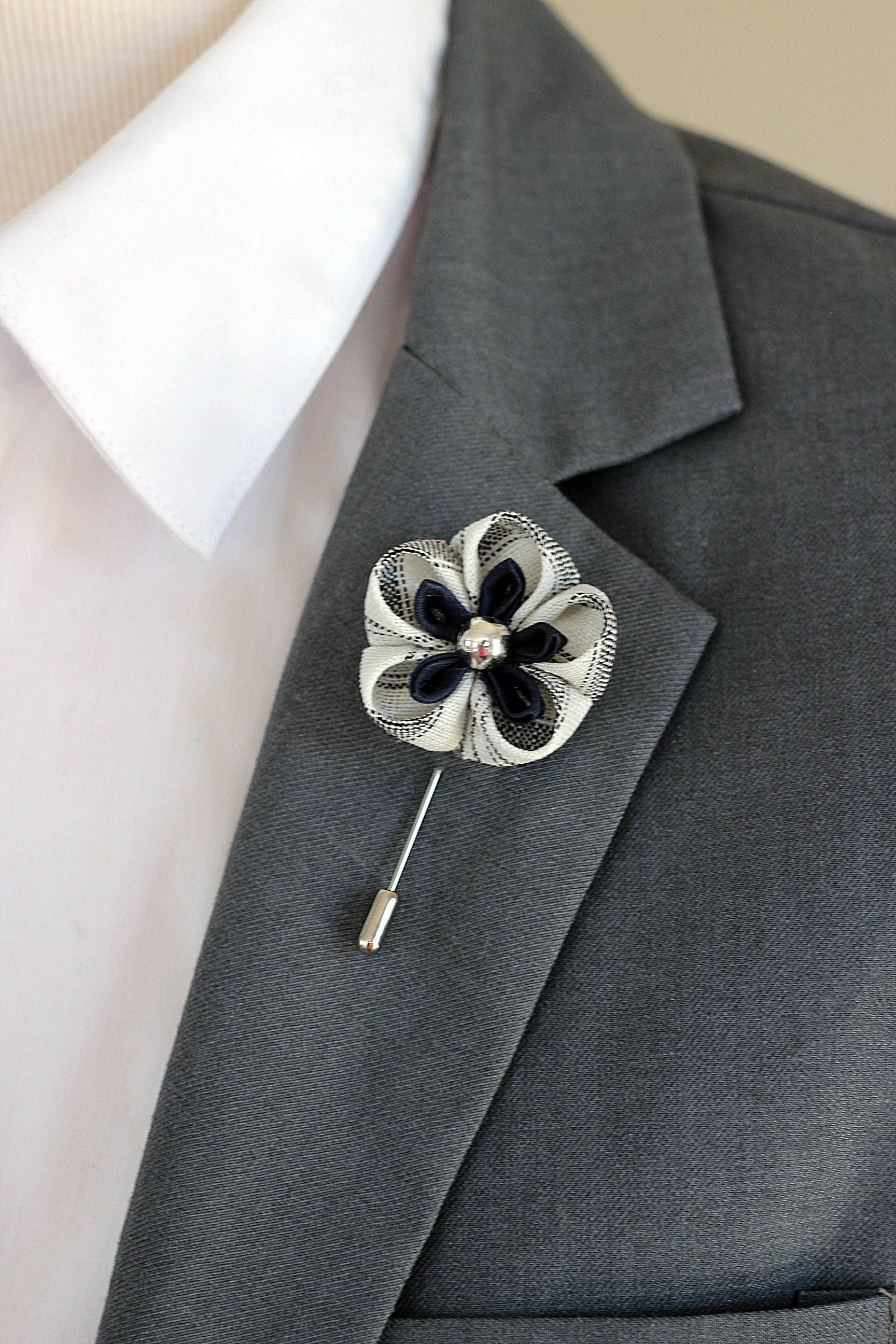 Royal blue daisy lapel pin mens lapel flower zoom dhlflorist Choice Image