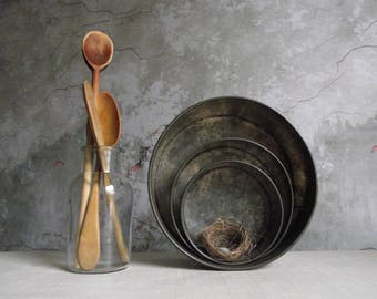 Nesting Cake Pans , Round Cake Tins with Removable Bottoms , Vintage Bakeware , Farmhouse Kitchen Decor , Food Prop Styling