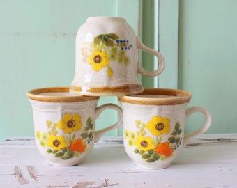 Vintage RETRO Coffee Mug Set of 3...retro mugs. set. espresso. kitschy. green. yellow. mod. retro kitchen. 1960s. 1970s. drink. swirl. funky