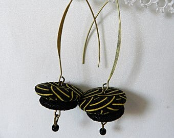 Earrings in black fabric with golden waves
