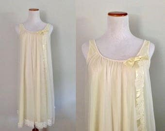 Vintage 1960s Pale Yellow Shadowline Nightgown Size Small