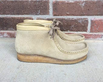 vtg 70s Light Beige CLARKS WALLABEES hippie 7 suede leather lace up wedges womens chukka boots boho