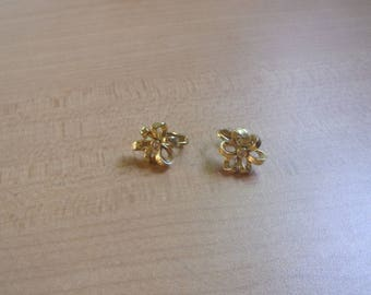 vintage clip on earrings goldtone small ribbone flower rhinestone