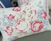 Vintage American Beauty Cabbage Roses Floral Pattern Red White and Blue Decorative Barkcloth Bark Cloth Throw Pillow