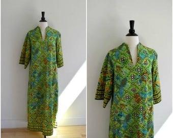 Summer Sale Vintage bright green tribal pattern maxi  dress / 3/4 belled sleeves caftan / boho hippie long dress / floral