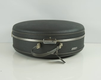 American tourister round suitcase/ Vintage round suitcase luggage / Carry on case / Overnight case with key