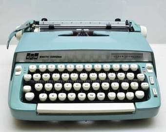 Vintage 1969 Smith Corona Super Sterling Manual Typewriter Teal Color, Serviced Excellent Working Condition in Case, Aqua, Sea Green