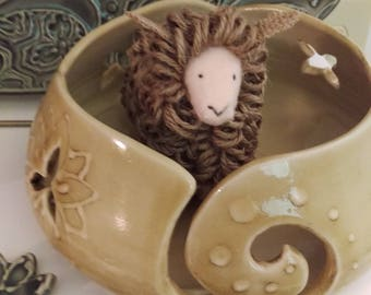 Hand Made Yarn Bowl / Thrown Knitting Bowl / Glosy Beigh