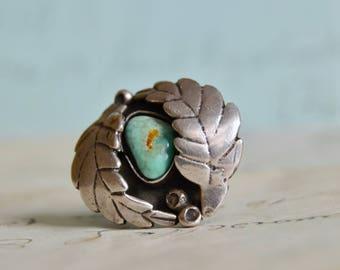 Vintage Navajo Turquoise Ring - Sterling Leaf Setting - Size 8