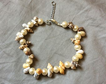Beaded Handmade Anklet. Shells and Glass Pearls, Adjustable Anklet.