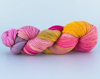 Laine Tricotcolor teinte main handdyedwool laine mérinos rose jaune soleil fil tricot crochet wool laine knit mercerie teinture tissage...