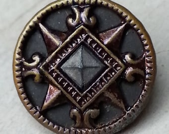 Striking Crest Heraldry Design ~ Cut Steel Center ~ Fab Coat of Arms Look ~ Antique Metal Sewing Button ~ 9/16 inch 14mm ~ Grammys Buttons