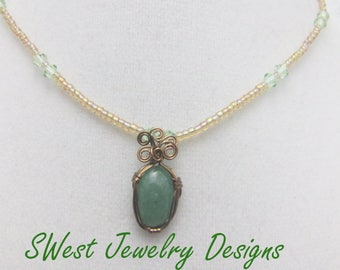 Green pendant necklace