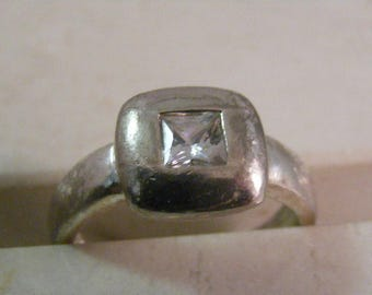 Vintage Cubic Zirconia Solitaire Ring in Sterling Silver.....  Lot 5346