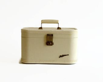 vintage ivory train makeup case with key Lady Baltimore 1960s luggage
