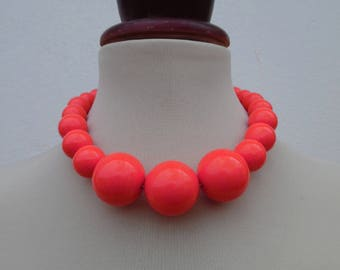 SALE :)) WATERMELON VIBES . Massive 60s Rockabilly Mod Round Sphere Ball Bubble Bobble Beads Vintage Necklace Pinup Graduated Salmon Pink Ne