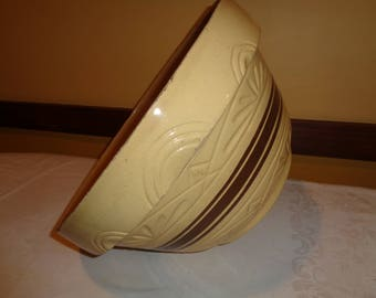 Large Roseville Ohio Pottery Bowl in Very Good Vintage Condition with wonderful well developed patina that is both decorative and FUNctional