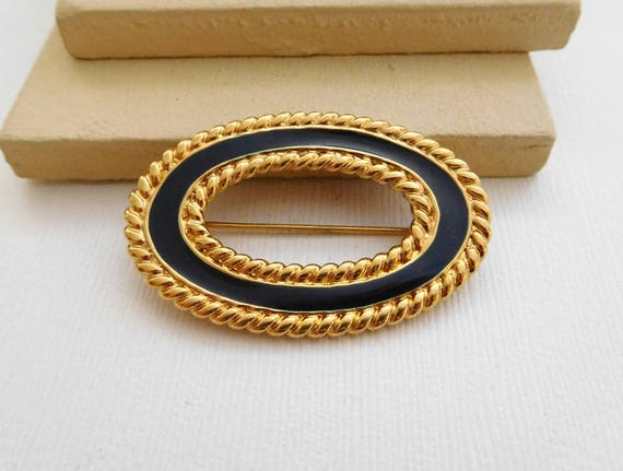 Vintage Signed Monet Black Enamel Yellow Gold Tone Rope Oval Brooch Pin A17