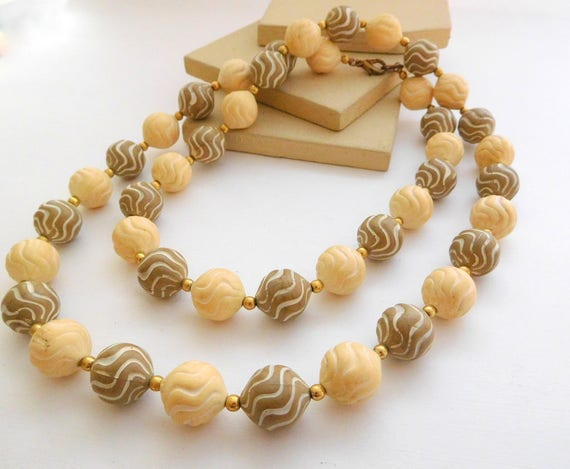 Vintage Chunky Faux Carved Beige Brown Gold Tone Bead Necklace F19