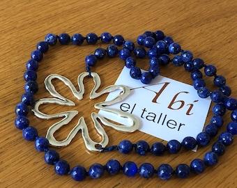 Long necklace of lapis lazuli beads with flower/lapiz lazuli with flower charm