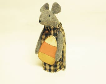 Primitive Candy Corn Mouse, Mouse with Candy Corn, Primitive Halloween Decor