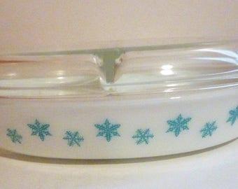 vintage Pyrex snowflake divided casserole dish with lid 1.5 quart size