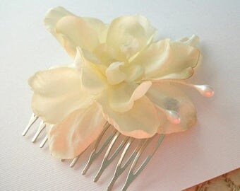 SUMMER SALE Flower Hair Comb White and Off White White Flower Wedding Accessories Natural Vintage Style Woodland Hair Comb Silver Toned Simp