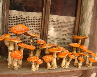 Standing toadstools 12th scale