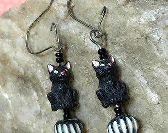 Cat Bead Earrings Black Cat Earrings Kitty Cat Earrings Cat Dangle Earrings Black Kitty Earrings Cat Charm Dangles Black Bead Earrings