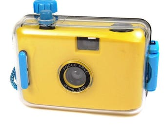 Vintage Splash Proof 35mm Compact Point & shoot Retro Plastic Toy Film Camera
