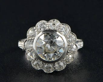 Magnificent vintage large diamond cluster daisy ring