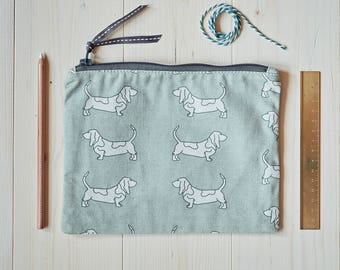 Basset Hound Fabric Purse - Basset Hound Gift - Basset Hound - Basset Gifts - Travel Bag - Make up Bag - Pencil Case - Cosmetic Pouch