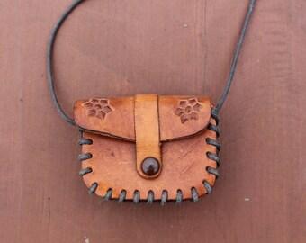 Vintage coin purse Vintage leather pouch Genuine leather pouch Embossed leather pouch coin purse Small leather purse Handmade leather purse