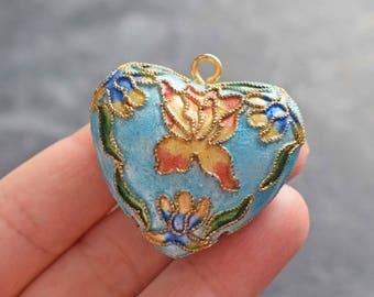 Pearl cloisonne pendant, heart flower pattern
