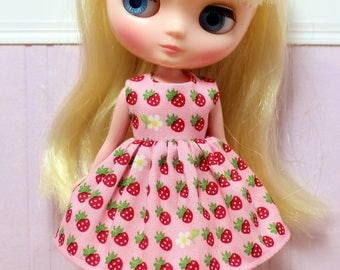 BLYTHE Middie doll Its my party dress - little strawberries