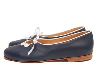 Flora Blue - Blue dark leather handmade women flats shoes by Quiero June