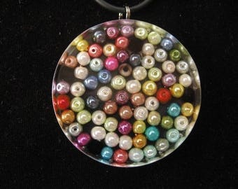 Round pendant with multicolored beads