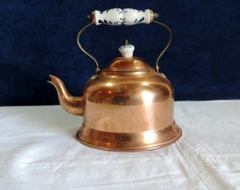 Vintage Portugese copper tea kettle with delft porcelaine handle and knob on the lid