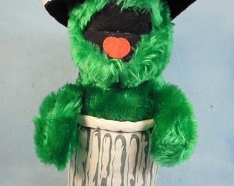 Vintage-1980s-Sesame Street-Oscar The Grouch-In The Garbage Can-The Muppet show-Jim Henson