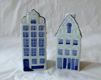 """3.5"""" and 3.75"""" Delfts Blauw Blue Dutch House Salt & Pepper Shakers 648G Hand Painted (c. 1980s)"""