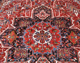Large Fabulous Persian Heriz Rug    12 Ft. 4 In. By 8 Ft