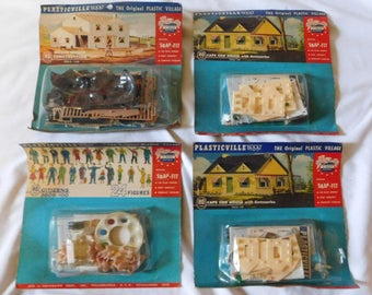 4 vintage 1950 Plasticville HO houses buildings and people new