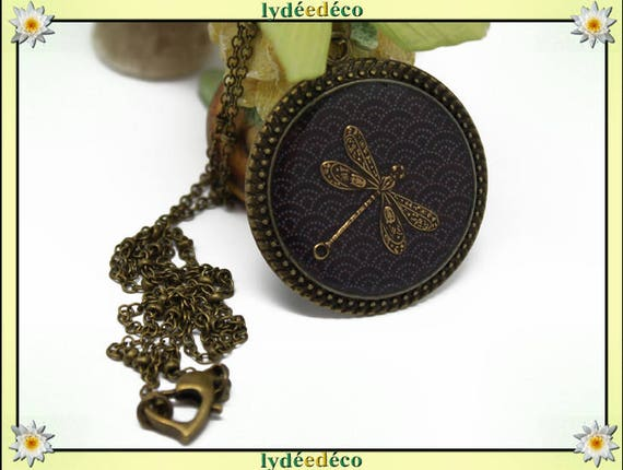 Necklace vintage retro Dragonfly Medallion Japan: Seigaiha waves retro resin and brass Locket 32mm