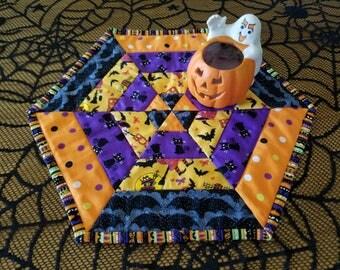 "Halloween table topper, hexagon table quilt, quilted table mat, Halloween table decor, table runner, 14"" diameter, quiltsy handmade"