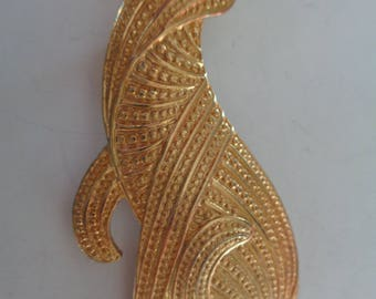 Fabulous Unsigned Vintage Goldtone Textured Cat Brooch/Pin