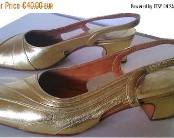 ON SALE Vintage shoes sandals golden gold leather mod gogo twiggy 1960