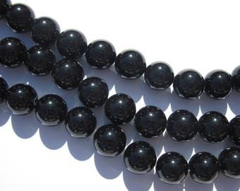 30 round 5.5 mm in diameter approx (17) black agate beads