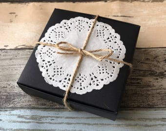 50x Black Paper Favor Boxes with Lace Doilies | Wedding Birthday Anniversary Party Favours Christmas Gift Box 9.5x9.5x3cm