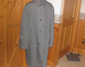 Vtg Mint Stormport USA Gray overcoat trench coat with warm pile lining that zips out vent button back Like New 44 S